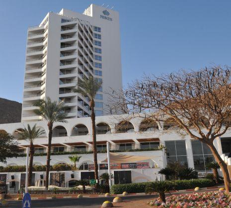 כתב אישום: עובד האחזקה במלון הצית כלי רכב