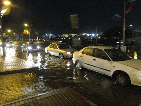 וידיאו ותמונות: גשם ורוחות גרמו לנזקים והצפות באילת