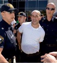 וידיאו ותמונות: הפגין נגד מסתננים ונעצר