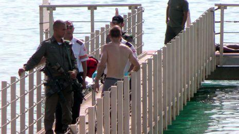 צעיר טבע למוות בחוף אלמוג