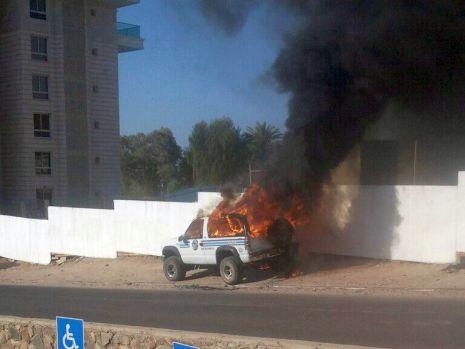 רכב עלה באש במרכז העיר