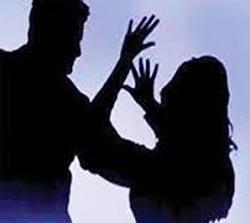 כתב אישום: חנק את בת זוגו עד שאיבדה הכרתה
