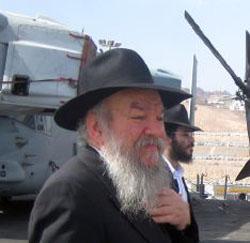עלה לנושאת המסוקים כדי לחפש יהודים