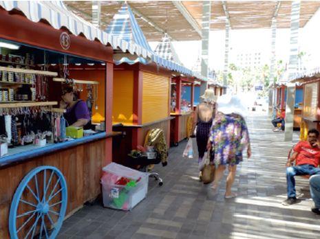 תמונות: חגיגה בטיילת - נפתח שוק הרוכלים החדש
