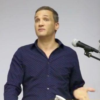 מנכ''ל 'ערב ערב' בהרצאה על יחסי הון עיתון ושלטון