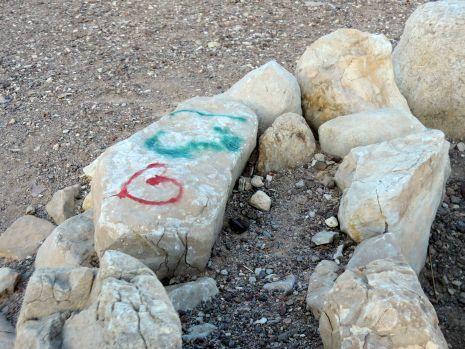 מדורות ל''ג בעומר וגרפיטי השחיתו את האתר הארכיאולוגי