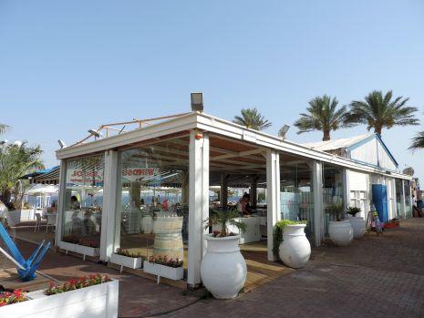 הפכו חוף ציבורי לגן אירועים