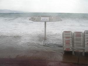 סערה קשה באילת – נזקים בעיר ובחוף