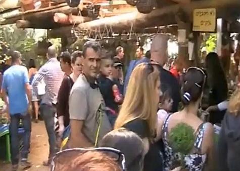 למרות החום ומצוקת החנייה - אלפים ביקרו בגן הבוטני