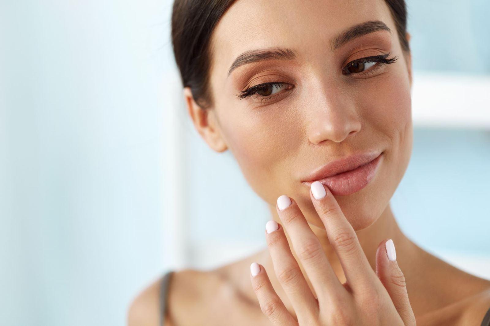 פגמים בדיבור ופה ברווזי: איך להשיג מילוי שפתיים מוצלח ולהימנע מטעויות