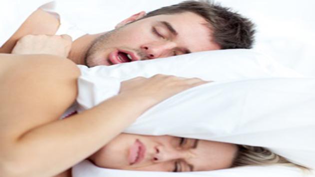 עשרה דרכים לטיפול בנחירות בלילה ולהשגת שינה טובה