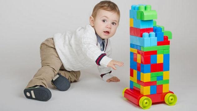 מדריך לקניית משחקי תינוקות לפי גיל