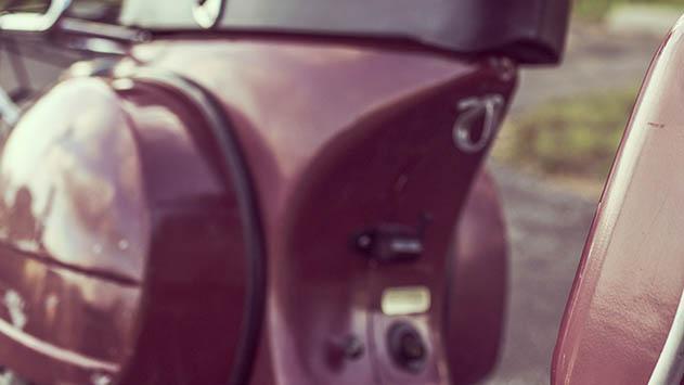 מכוניות חשמליות בדומה ל קלנועית - המצאת המנורה