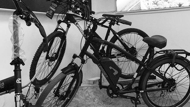 אופניים חשמליים ליד הבית