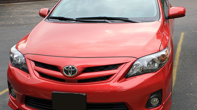 מדוע לא כדאי לוותר על התקנת חלונות כהים לרכב?