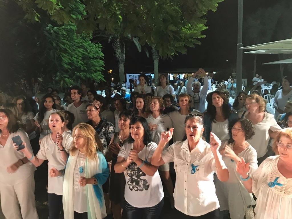 יום השלום - צעדה ושירת המונים - נשים עושות שלום