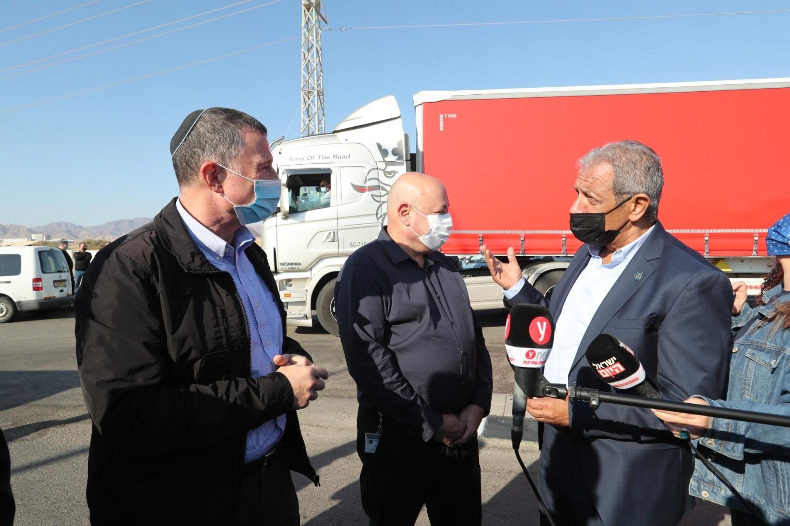 שר הבריאות הגיע לאילת - ממחר בדיקות קורונה בכניסה לאילת