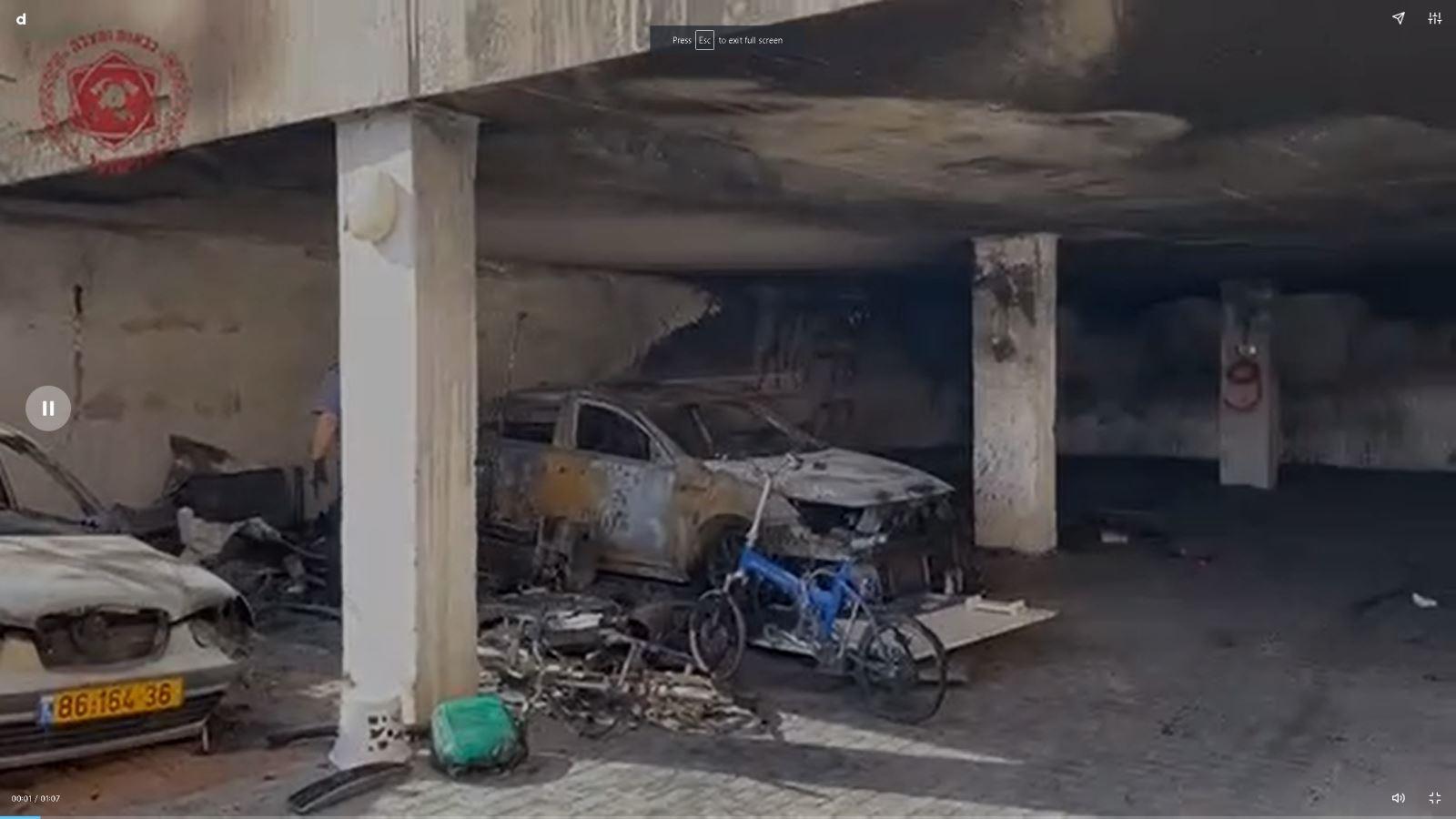 צפו: חוקר השריפות קבע - שלושה רכבים נשרפו באילת בגלל סוללת אופניים