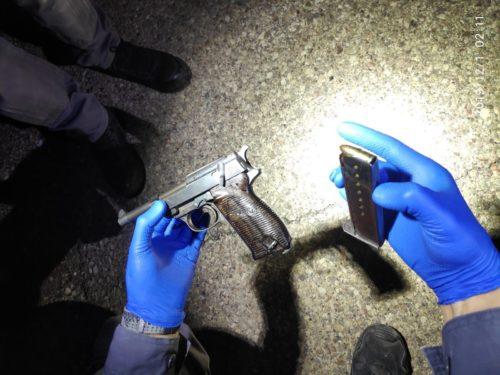 שני עבריינים נעצרו באילת וברכבם נמצא אקדח עם צלב קרס
