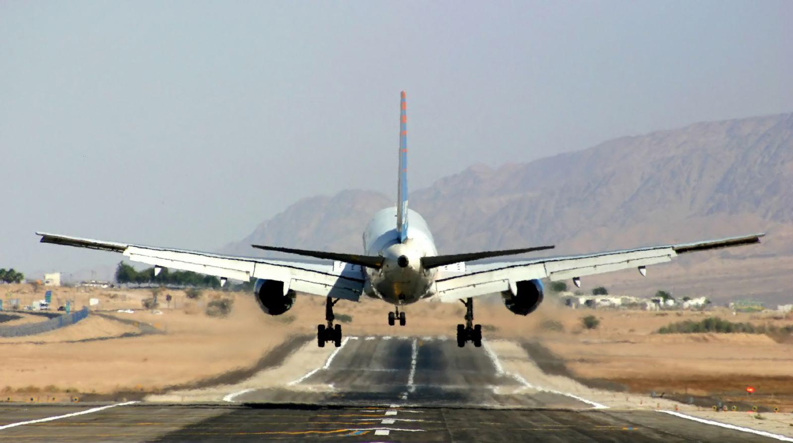 נחיתת חירום של מטוס ארקיע בשדה התעופה באילת.