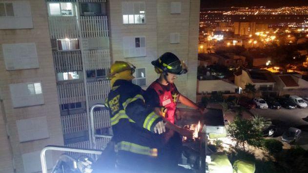 חילוץ בגבהים: ילדים קטניםנלכדו במגדל מגורים