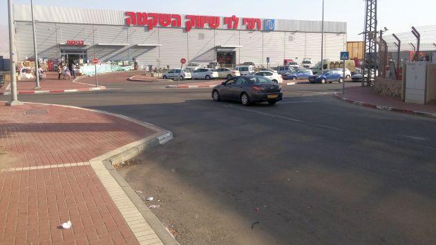תחנות אוטובוס חדשות לידהסופרמרקטים באזור התעשייה