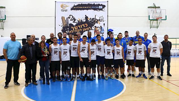 שחקני מכבי ביקרו בתיכון 'רבין'