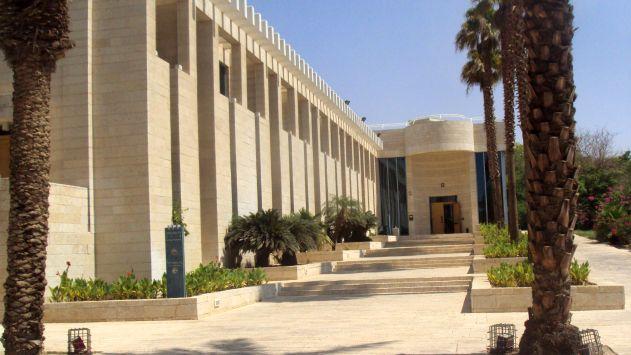 בית המשפט: '' נהגי מוניות  צריכים לכבד איש את עמיתו''