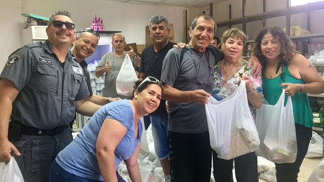 כ - 800 משפחות המטופלות באגף  לשירותים חברתיים בעירייה  יקבלו סלי מזון ותווי קנייה לחג הפסח
