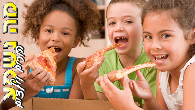 kid eating pizza - 1200×488