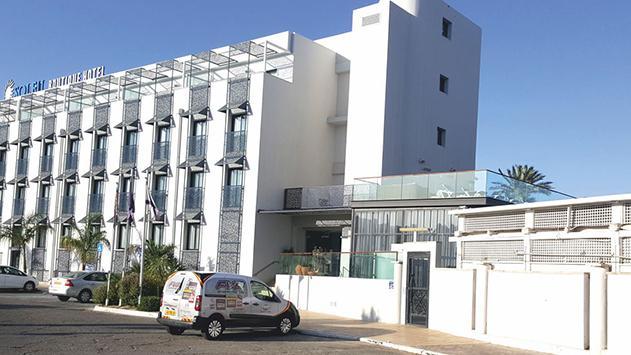 עיריית אילת: מלון סוליי השתלט על שטח חניה ציבורי
