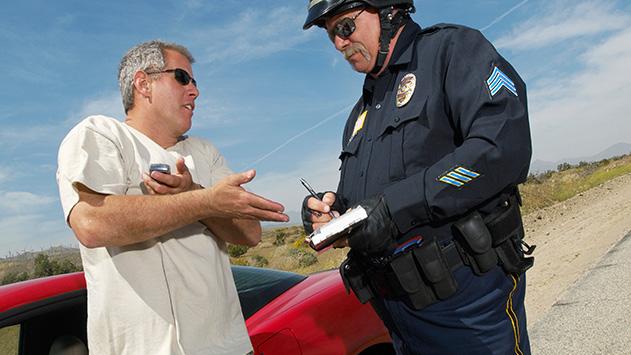 העליב שוטר אך לא הורשע