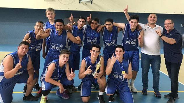 נבחרת מועדון הכדורסל של 'גולדווטר' אלופת מחוז דרום
