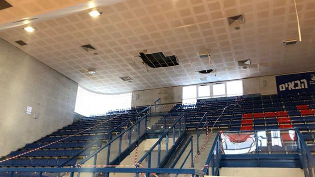 מחדל: תקרת אולם הספורט ב'אלון'  קרסה כי שכחו לתקן את הגג