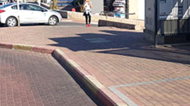 עמותת 'אור ירוק': 67% ממדרכות  העיר אילת נמצאו לא בטיחותיות