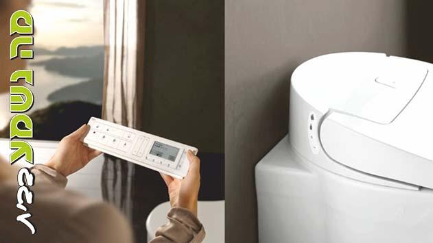 במקלחת  - מחכים לרובוט שינקה את האסלה