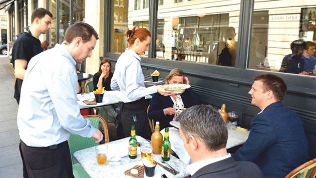 בעלי מסעדות בעיר חוששים: ''שיטת הטיפים החדשה תפגע בנו''