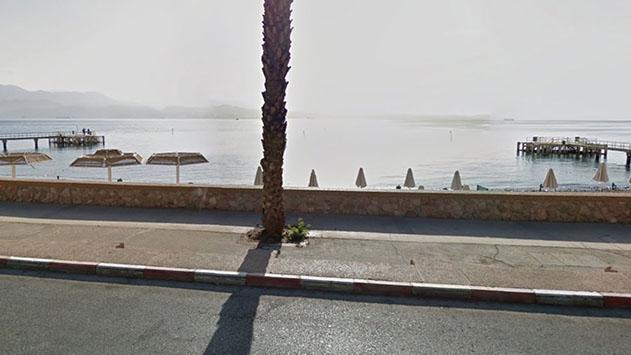 תייר נמשה מהמים בחוף הנסיכה במצב קשה