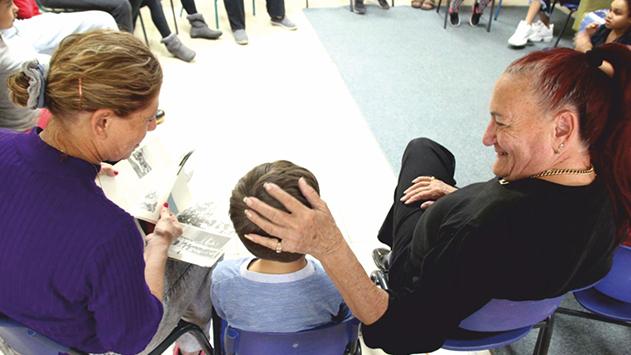אזרחים ותיקים במועדונית ילדים
