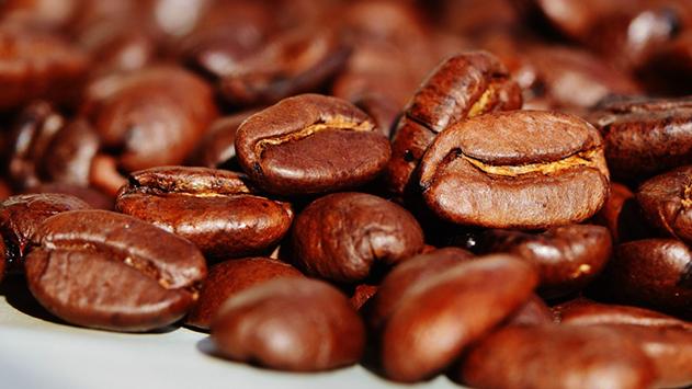 שלושה מתכוני אייס קפה להכנה במכונת הקפה הביתית