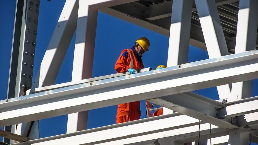 4 הצעדים ליצירה ושמירה על סביבת עבודה בטוחה בתעשייה