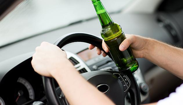המשטרה מבקשת את  פסילת רישיונות של נהג  ונהגת שנתפסו שיכורים
