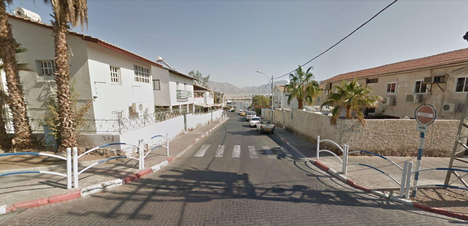 חמישה צוותי כיבוי וחילוץ פעלו כעת בשריפה שפרצה בדירת מגורים בשכונה א׳ באילת