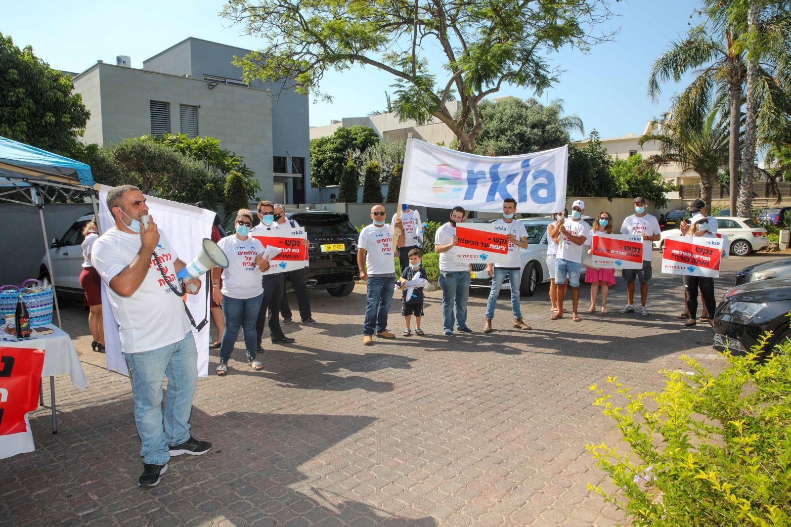 עובדי ארקיע ממשיכים במאבקם נגד משפחת נקש, בעלי החברה, וקוראים להם להחזיר את החברה המושבתת לפעילות באופן מיידי